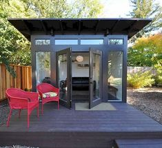 The original Studio Shed. From simple storage to studio spaces with lifestyle interiors, it's the backyard shed. Design and build your own backyard room from Studio Shed today. Shed Office, Backyard Office, Backyard Studio, Backyard Sheds, Outdoor Sheds, Garden Sheds, Modern Backyard, Outdoor Office, Cozy Backyard
