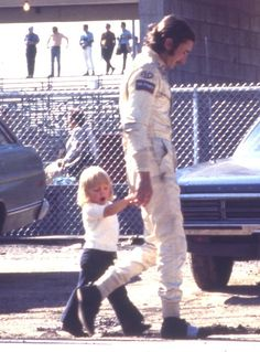 An endearingly mucky Jo Siffert, on dad duty at the 1971 US Grand Prix. Note the famous taped-up shoes, and how he looks really tall next to a small child. I'm being extra-snurky because there's something really sad about this pic. Jochen Rindt, Sport F1, Gilles Villeneuve, Racing Events, Indy Cars, F1 Racing, Up Shoes, Car And Driver, Formula One
