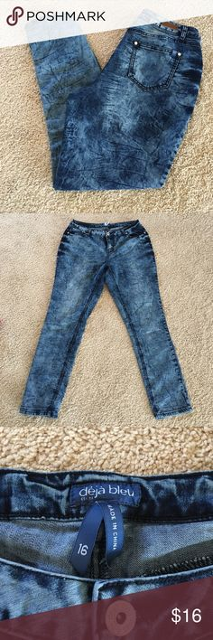 Deja Bleu Acid Wash Jeans Fun acid wash skinny jeans be Deja Bleu.  Excellent used condition, just a little too roomy in the thighs for me.  70% cotton, 28% polyester, and 2% spandex. Jeans Skinny