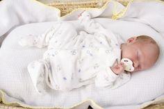 ¿En qué posición deben dormir los bebés? - Eres Mamá
