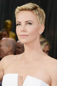 Charlize Theron: Sleek Perfection - Charlize really raised the bar with this look.  LOVE it!