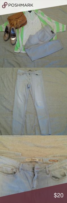Zara Trufaluc Slim Jeans Heathered khaki colored Great condition Has some stretch Inseam is Zara Jeans
