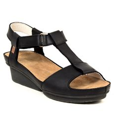 El Naturalista  Camila, Black - The new Camila sandal from El Naturalista is a light, comfortable and casual design. The leather is finished with waxes and oils that highlight its natural look. A casual yet elegant thick and soft leather that will only look better with time!