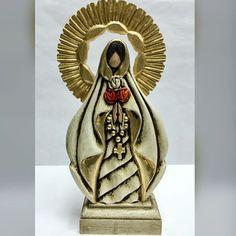 #artedeldia #artesacro ・・・ ~ Escultura: Virgen Rosa Mística. ~ Tamaño: 24 x 30 cm. ~ Pieza certificada de María Lea Cerda. ~ Técnica: Policromía sobre madera y resina. #esculturaenmadera #policromia #virgen #virgenrosamistica #rosamistica #tallaenmadera #esculturareligiosa #escultora #marialeacerda #catholicart #catholic #arteenvenezuela #hechoamano #talentonacional #venezuela #galeriadagazvzla #dagazvzla #dagazve #artoftheday #artsculpture #madeinvenezuela