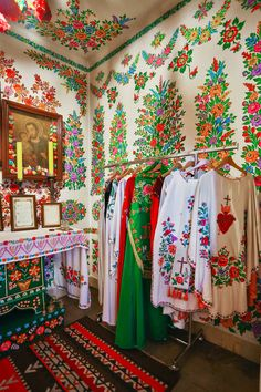The small Polish village of Zalipie might not be everyone's cup of tea, but to me, it has the cobalt-blues of Frida Kahlo's Casa Azul, the charm of European gypsy folklore and the hopeful promise of Spring... After the atrocities of World War II, the Polish people were in need of hope. In the