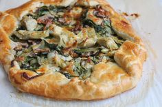 Spinach Mushroom and Artichoke Galette. So delicious and easy to make! Impress your family and friends with this savory tart. It's a perfect recipe for Easter Brunch!- next time, more garlic and prosciutto Pie Recipes, Dinner Recipes, Cooking Recipes, Gourmet Recipes, Chicken Recipes, Quiches, Gallette Recipe, Crispy Oven Fried Chicken, Savory Tart