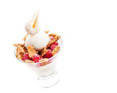 Panacotta vanille framboise sorbet citron ©Thierry Caron