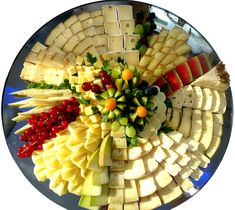 Serve picture result for cheese plate - Food Carving Ideas Party Food Platters, Cheese Platters, Charcuterie And Cheese Board, Charcuterie Platter, Baby Shower Finger Foods, Fruit Centerpieces, Food Carving, Cheese Appetizers, Party Buffet
