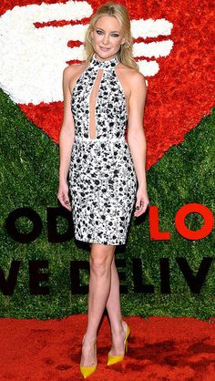 Kate Hudson in a white and black floral Michael Kors dress and yellow heels