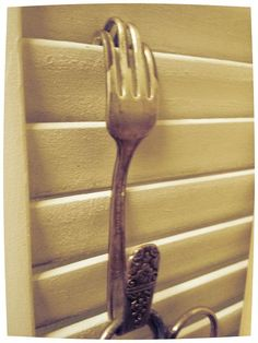 Shutter hook idea. This is sooo cool!