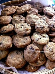 Baking's Corner AKA BC: Famous amos cookies - by Esther Chong Crispy Chocolate Chip Cookies, Peanut Cookies, Crispy Cookies, Mint Cookies, Chocolate Chips, Cake Cookies, Easy Cookie Recipes, Homemade Desserts, Baking Recipes