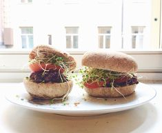 Salmon Burgers, Lily, Ethnic Recipes, Food, Essen, Orchids, Meals, Lilies, Yemek