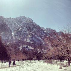 "@Graham Budd's photo: ""#seoraksan cable car. #sokcho #southkorea #korea #mountains  #속조 #한국"""