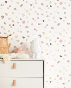 Pink confetti Kids room Eijffinger wallpaper Article number: 299002 This confetti wallpaper brings joy to your kids room. The closet and the owl are from the brand 'Babypark'. Room Wallpaper Designs, Kids Room Wallpaper, Wallpaper Childrens Room, Children Wallpaper, Girls Bedroom Wallpaper, Baby Wallpaper, Bedroom Kids, Decor Room, Nursery Decor