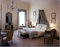 Jacqueline Kennedy's 1963 White House bedroom.