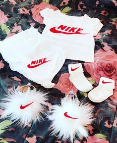 Cute Little Girls Outfits, Kids Outfits Girls, Toddler Girl Outfits, Unique Baby Clothes, Baby Kids Clothes, Cute Kids Fashion, Baby Girl Fashion, Baby Girl Nike, Designer Baby Clothes