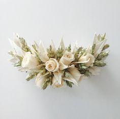 www.gracebridalindustries.com #Tocado de #comunión Una herradura de hojas de #olivo en porcelana #nácar, #espigas de #trigo y #rosas en tono natural.