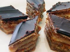 Special K Bars: karo syrup, crunchy pb, special k cereal, semi-sweet choc chips, butterscotch chips. Chocolate Fridge Cake, Peanut Butter Chocolate Bars, Creamy Peanut Butter, Peanut Butter Dessert Recipes, Italian Cookie Recipes, Hungarian Recipes, Thm Recipes, Cake Recipes, Cooking Recipes