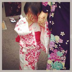 A shy cute kid in kimono.. :) #japan #kyoto #cute #kid #kimono #travel #life #travelblog #rmdrk #rmdrake #picoftheday #potd #people #delhiblogger #world #traveldiaries #amazing #japandiaries #travelandlife #pupuru #japantravel #meetmejapan
