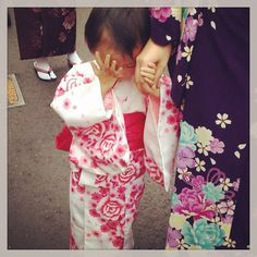 A shy cute kid in kimono.. :) #japan #kyoto #cute #kid #kimono #travel #life #travelblog #rmdrk #rmdrake #picoftheday #potd #people #delhiblogger #world #traveldiaries #amazing #japandiaries #travelandlife #pupuru #japantravel #meetmejapan