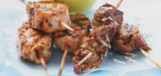 Beef Brochettes with Capers and Parmesan Recipes Souvlaki Recipe, Beef Flank Steak, Creamed Cucumbers, Ricardo Recipe, Parmesan Recipes, Greek Recipes, Summer Recipes, Chicken Wings