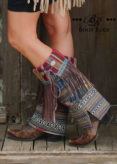 Boot Rugs with Fringe! Colorful change up for you boots. Love your comfy boots but need to dress them up. Boho Boots, Fringe Boots, Cowgirl Boots, Botas Boho, Boot Jewelry, Over Boots, Boot Bling, Cowgirl Outfits, Boho Fashion