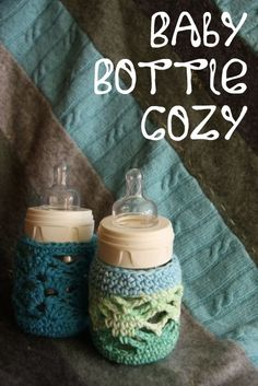 Crochet Baby Bottle Cozies - SO CUTE! Free Pattern ~ don't want these for baby bottles,but like the stitch pattern. Grannies Crochet, Crochet Cozy, Crochet Bebe, Crochet Gifts, Cute Crochet, Crochet For Kids, Yarn Projects, Crochet Projects, Baby Patterns