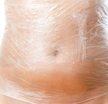 Home Remedy: Lose 8 Pounds of Belly Fat in 3 Days Home Remedy: DIY Body Wraps to Lose Weight and Detox Body Vicks Vaporub, Get Healthy, Healthy Tips, Diy Body Wrap, Weight Loss Wraps, Treadmill Workouts, Detox Your Body, Body Wraps, Health And Beauty Tips