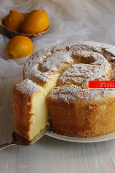 Chiffon cake al limone, alta e sofficissima