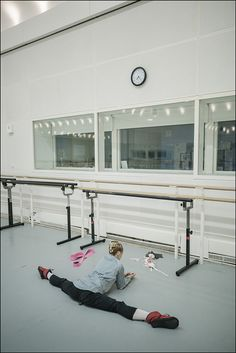 Here is a behind-the-scenes collection of images as Iana Salenko performs George Balanchine's Diamonds as a guest artist with The Royal Ballet at the Royal Opera House. Dance Dreams, Ballerina Project, Ballet Photography, Dance Poses, Royal Ballet, Ballet Beautiful, Dance Pictures, Rhythmic Gymnastics, Ballet Dancers
