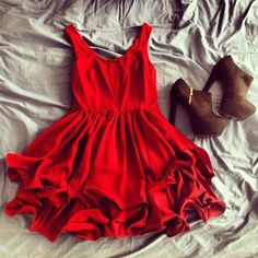 Red dress, cute shoes, what an adorable outfit! Great date night outfit! Pastel Outfit, Cute Fashion, Look Fashion, Womens Fashion, Dress Fashion, Luxury Fashion, Fashion Spring, Fasion, Fashion Clothes