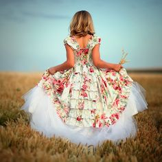 Today's 'Finds' are so adorable and unique. Flower girls are precious to begin with but throw a tutu on 'em and my goodness! Super cute! If ...