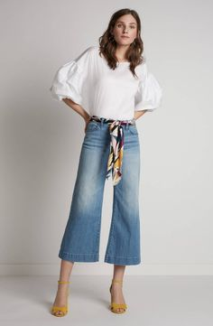 Cropped jeans are perfect for those warm days when you want to be outside. Cropped Jeans Outfit, Jeans Outfit Winter, Outfit Jeans, Winter Outfits, Crop Jeans, Women's Jeans, Denim Cullotes Outfit, Gaucho Pants Outfit, Wide Jeans