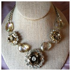 Make a statement with this gorgeous necklace!