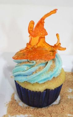 Instructions on how to make realistic coral cupcakes using isomalt sticks that will have your guests talking. Coral Cupcakes, Yummy Cupcakes, Wedding Cupcakes, Wedding Cake, Isomalt, Fancy Desserts, Under The Sea Party, Baking With Kids, Cake Tutorial