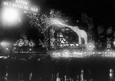 Another Christmas during the '30s at the BHV. | 13 Magical Vintage Photos Of Paris At Christmastime