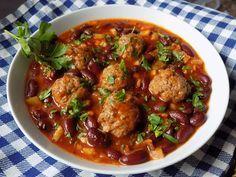 Na masové kuličky nakrájíme cibuli na jemno a smícháme s masem, solí a pepřem. Mokrýma rukama děláme kuličky. Necháme odpočinout.Cibuli a česnek... Pork Tenderloin Recipes, Pork Recipes, Cooking Recipes, Kung Pao Chicken, Ground Beef, Good Food, Food And Drink, Homemade, Baking