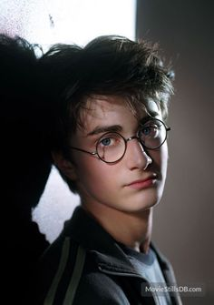 Harry Potter and the Prisoner of Azkaban - Promo shot of Daniel Radcliffe Daniel Radcliffe Harry Potter, Harry James Potter, Harry Potter Tumblr, Harry Potter Anime, Magia Harry Potter, Estilo Harry Potter, Arte Do Harry Potter, Cute Harry Potter, Harry Potter Pictures