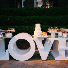 Unique Wedding Cake Display @Tia Lappe Lappe Lappe ThinkHautePink.com  @Susan Caron Caron Caron Brown