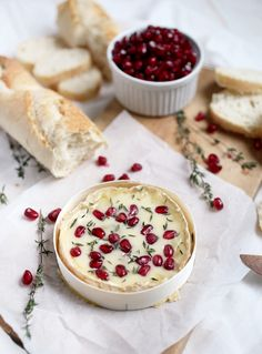 A delicious and festive appetizer - Pomegranate & Thyme Baked Camembert Bree Cheese Recipes, Camembert Recipes, Baked Camembert, Milk Recipes, Fun Easy Recipes, Light Recipes, Yummy Snacks, Yummy Food, Appetizer Recipes