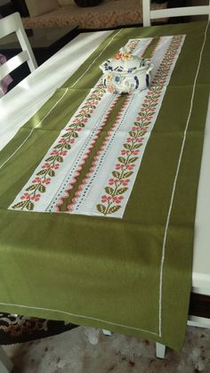 Picnic Blanket, Outdoor Blanket, Basic Embroidery Stitches, Granny Chic, Bargello, Baby Knitting Patterns, Table Runners, Cross Stitch, Sewing