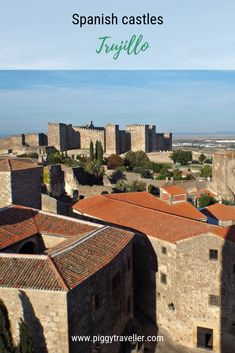Discover what to see in Trujillo. Located in Cáceres province, south of Monfragüe National Park, it's a perfect stop, if you travel south from Madrid. Short Trip, Castles, Traveling By Yourself, Madrid, Spanish, National Parks, Mansions, House Styles, Luxury Houses