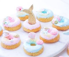 Mermaid doughnuts because, why not? ( @sweets_withlove)