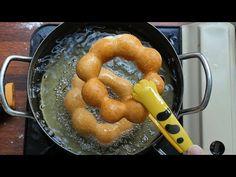 (4) 폰데링, 츄이스티 ポンデリング Pondering donut [스윗더미 . Sweet The MI] - YouTube Baked Churros, Fritters, Donuts, Sausage, Sweet Treats, Sweets, Meat, Baking, Cake