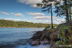 The Homestead Trail hikes along the scenic Lake Allatoona shore at Red Top Mountain