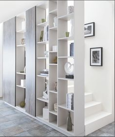 New Decor Entryway Wall Staircases Ideas Stair Shelves, Staircase Storage, Railing Design, Staircase Design, Moderne Pools, Entryway Decor, Entryway Stairs, Wall Decor, Interior Stairs