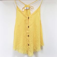 Dolce Vita | yellow tie halter top NWT Size medium. New with tags. Has tie at neck. Super cute!!no trades. Dolce Vita Tops Tank Tops