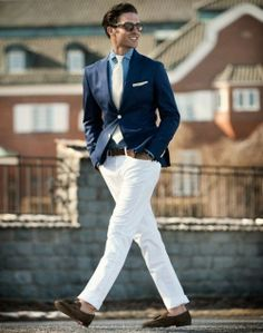 Definitely not a cool-toned guy because these white pants should look fab, but on this guy they stand out first. I have white pants. You can't actually see the guy. White pants are dominant. Fashion Moda, Look Fashion, Mens Fashion, Fashion 2014, Fashion Menswear, Fashion Gallery, Fashion Trends, Gentleman Mode, Gentleman Style