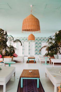 Härliga turkosa färgkombinationer i ljus miljö. Sätt färg på ditt vardagsrum, kök, badrum, sovrum m.m.