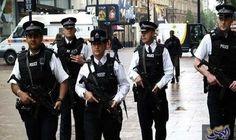 متظاهرون يلقون قنابل حارقة على الشرطة البريطانية في أيرلند الشمالية: ألقى متظاهرون جمهوريون القنابل الحارقة على قوات الشرطة البريطانية في…